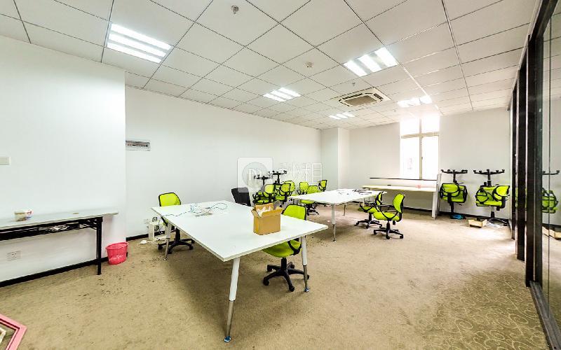 天信中心-枫叶城市酒店写字楼出租139平米精装办公室82元/m².月