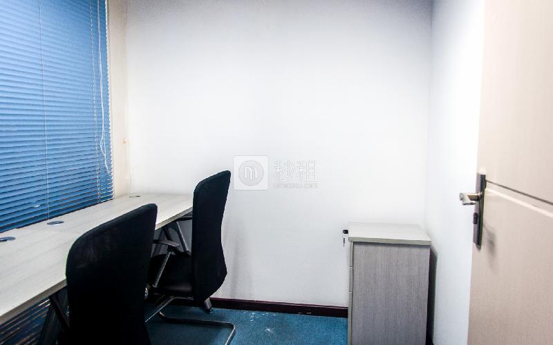 国际银行中心-创富港写字楼出租4平米精装办公室2080元/间.月