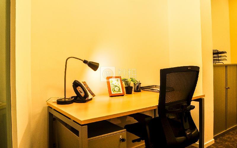 高德置地广场-雷格斯商务中心写字楼出租3平米豪装办公室2979元/间.月