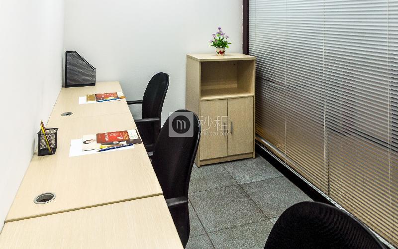 富力天河商务大厦-企创商务中心写字楼出租15平米简装办公室3180元/间.月