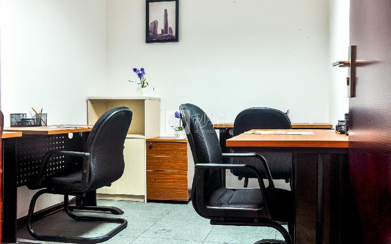 新达城广场-企创商务中心写字楼出租15平米简装办公室2002元/间.月