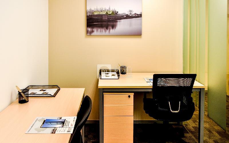 财富广场-雷格斯商务中心写字楼出租4平米豪装办公室4688元/间.月