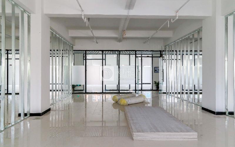 GOGO KTV三楼写字楼出租234平米精装办公室65元/m².月