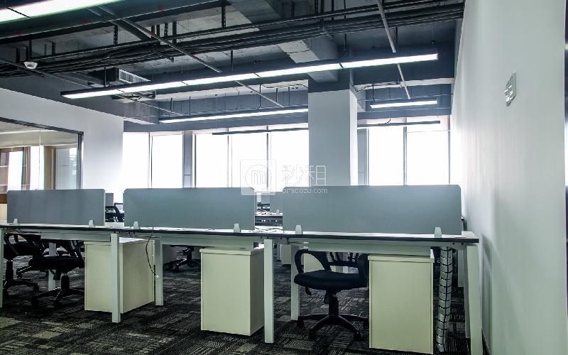 万国食品城-摩天之星孵化器写字楼出租304平米精装办公室80元/m².月