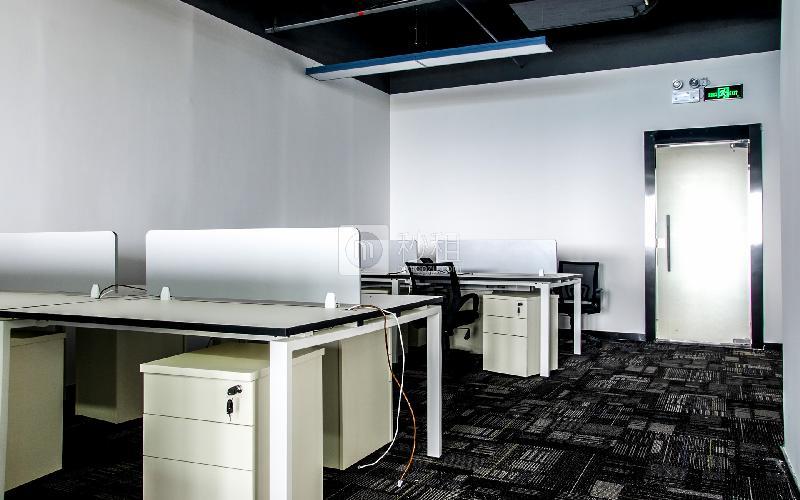 万国食品城-摩天之星孵化器写字楼出租349平米精装办公室80元/m².月