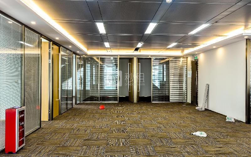 利通广场写字楼出租472平米精装办公室215元/m².月