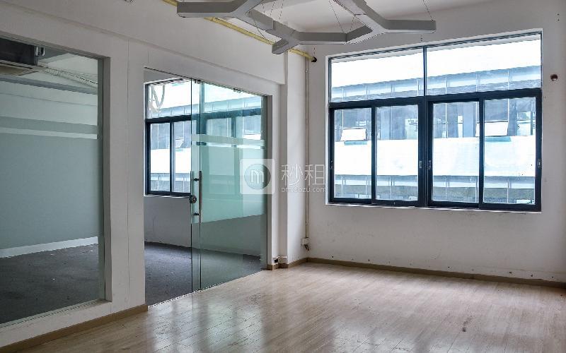 大东汇商务港写字楼出租70平米简装办公室90元/m².月