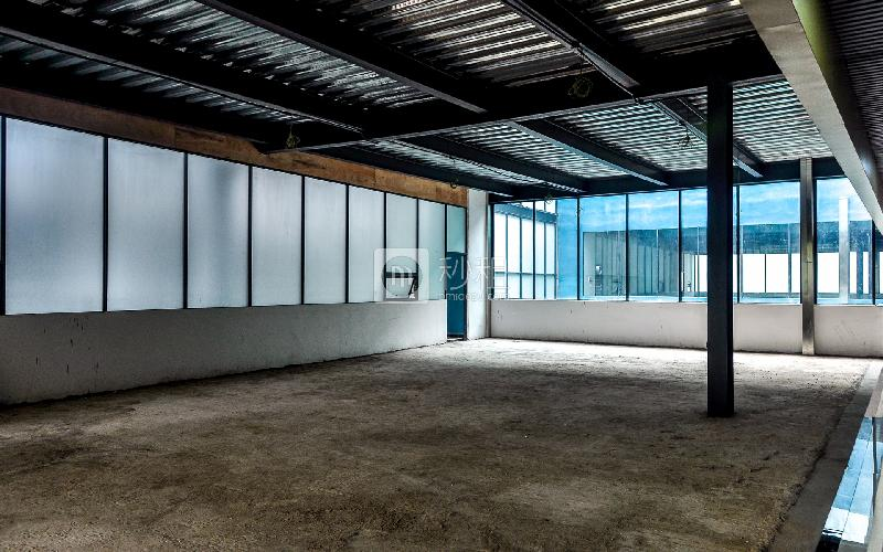 东岳财富广场写字楼出租340平米毛坯办公室105元/m².月