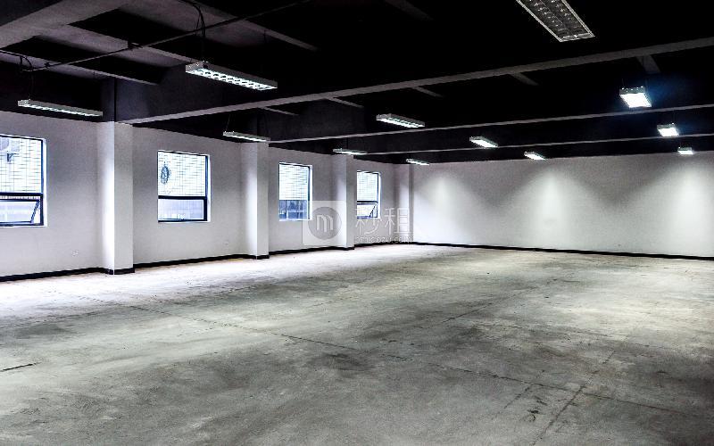 东岳财富广场写字楼出租443平米毛坯办公室105元/m².月
