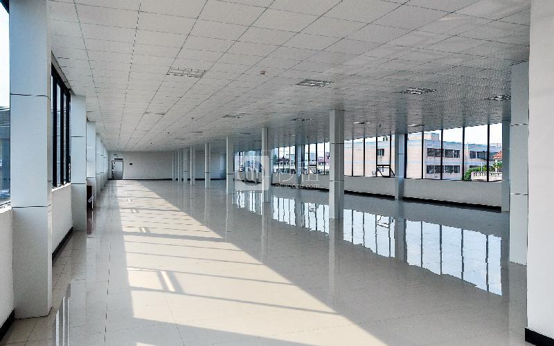东岳财富广场写字楼出租1082平米毛坯办公室105元/m².月