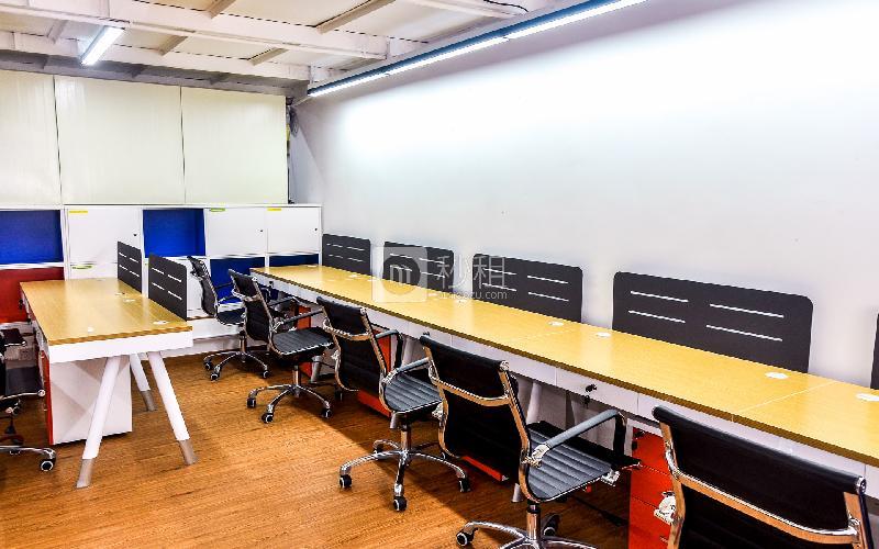 Linkspace轻轻办咖啡写字楼出租4平米精装办公室1200元/工位.月