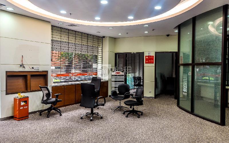 城建大厦写字楼出租365平米简装办公室135元/m².月