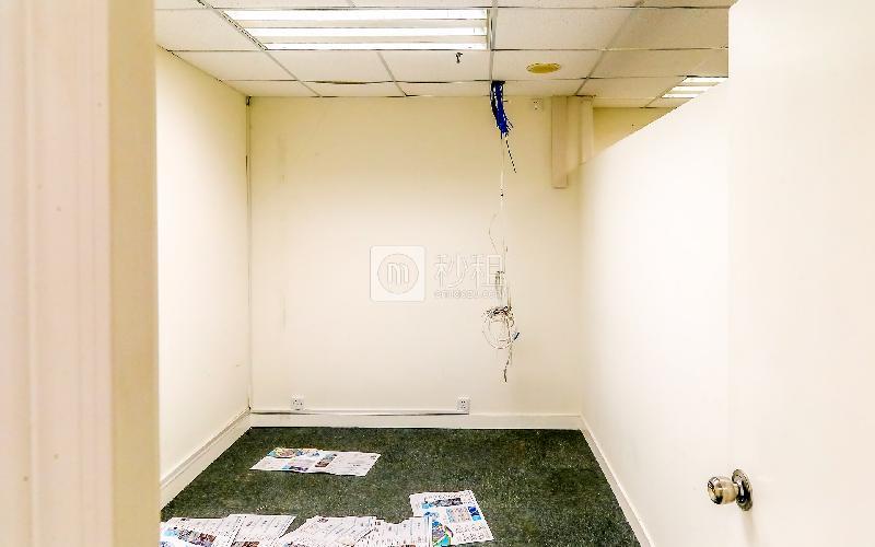 嘉里中心写字楼出租112平米简装办公室160元/m².月