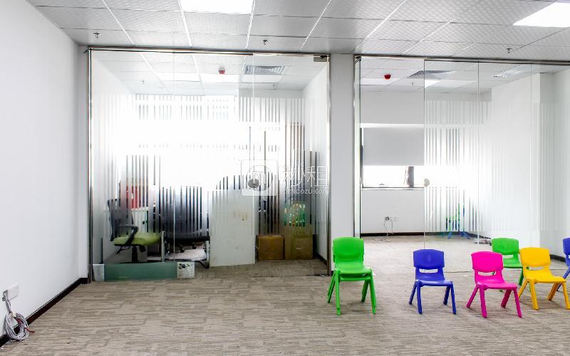 花样年美年广场写字楼出租133平米精装办公室120元/m².月