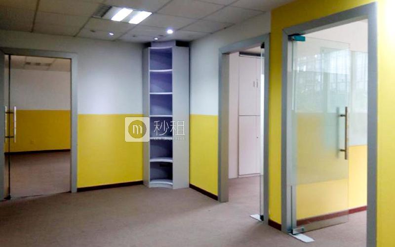 科技园坚达大厦写字楼出租265平米精装办公室65元/m².月