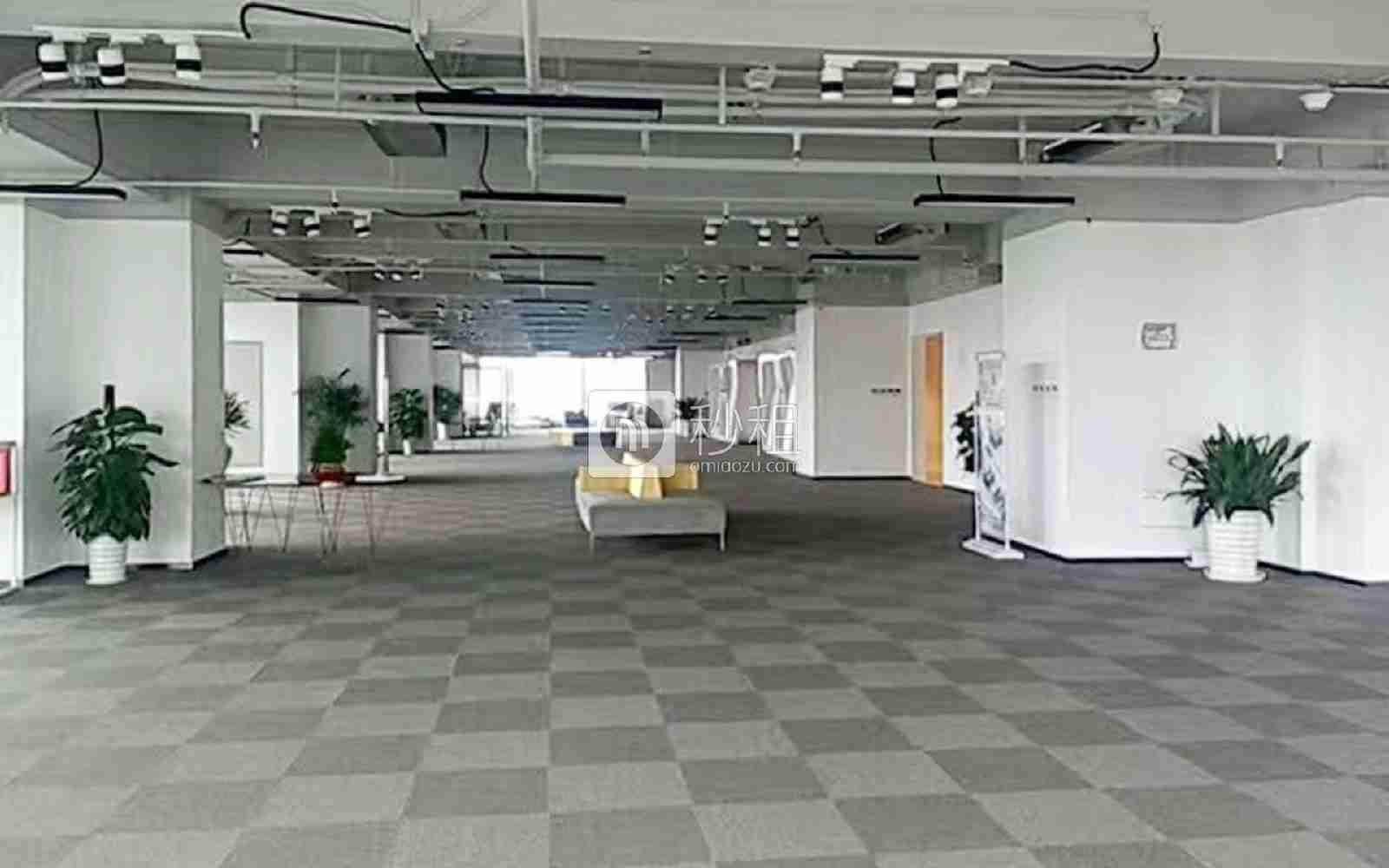 星河WORLD(二期)写字楼出租261平米精装办公室138元/m².月