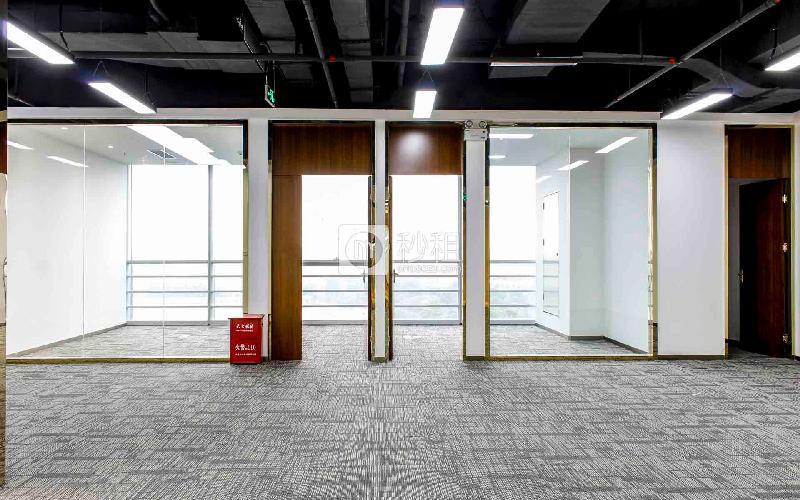 星河WORLD(二期)寫字樓出租291平米精裝辦公室128元/m2.月