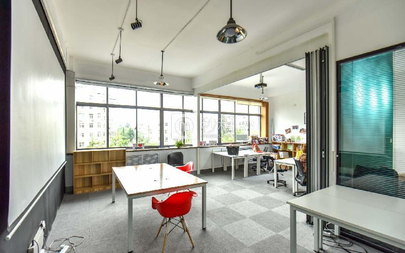 创客大街-邻客-LinkCampus写字楼出租5平米精装办公室600元/工位.月