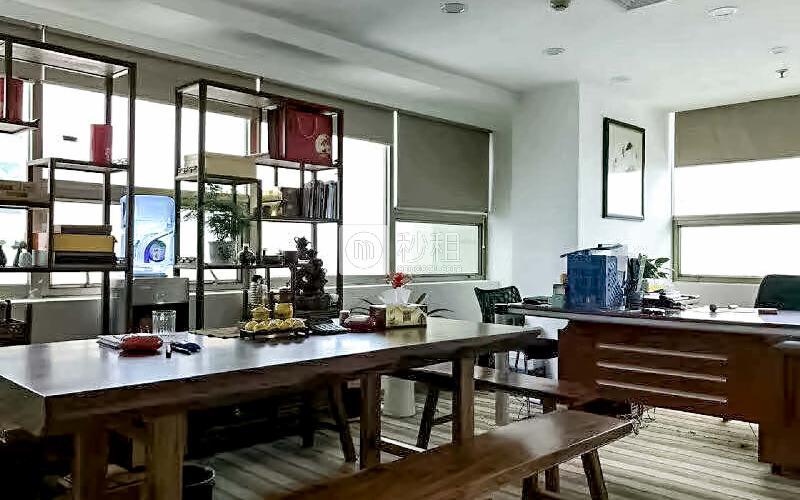 大庆大厦写字楼出租671平米精装办公室150元/m².月