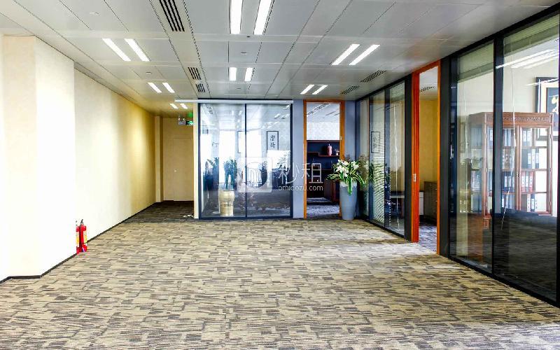 京基100大厦-MFG商务中心写字楼出租535平米精装办公室230元/m².月