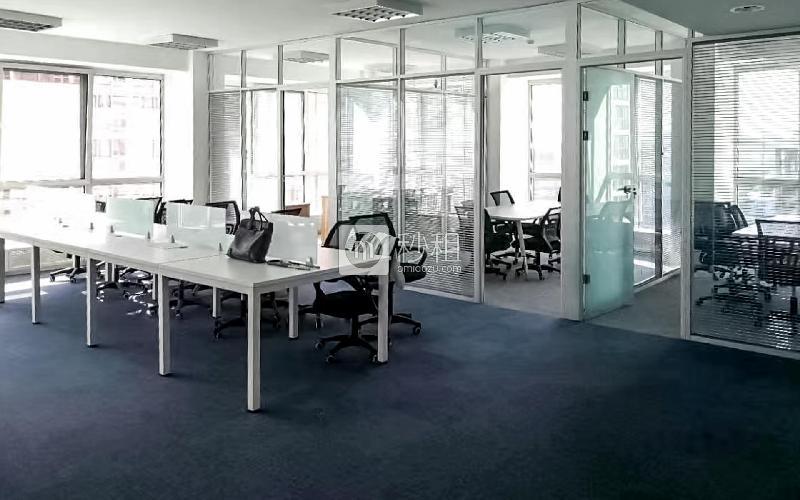 建外SOHO写字楼出租197平米简装办公室6.7元/m²/天
