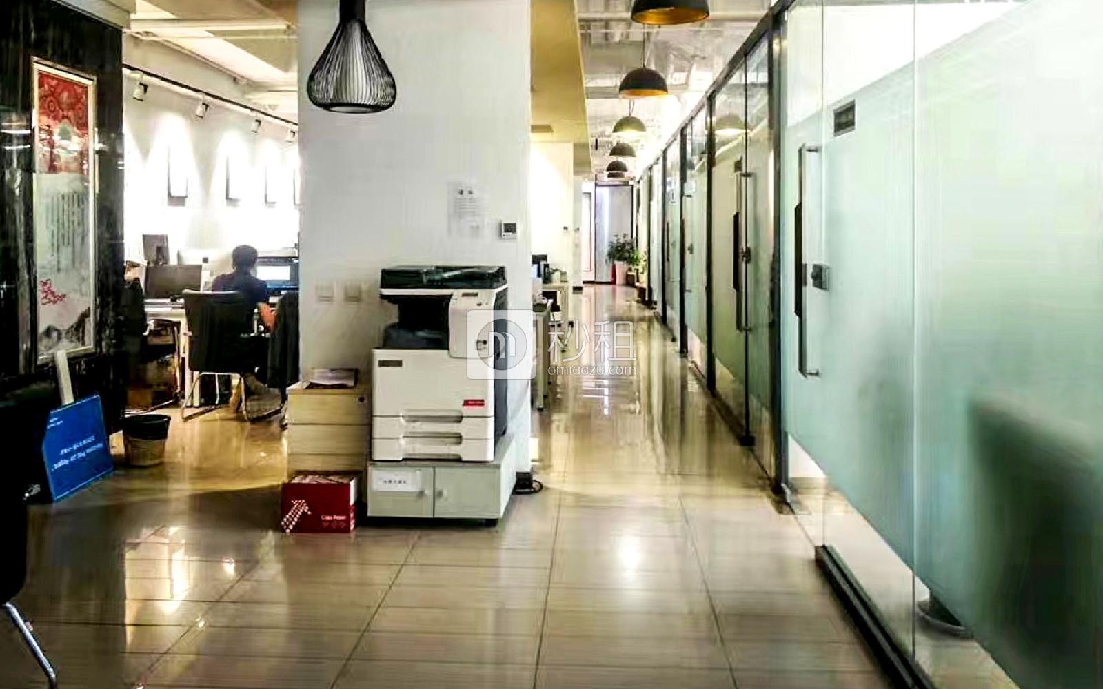 望京SOHO写字楼出租942平米精装办公室7元/m²/天