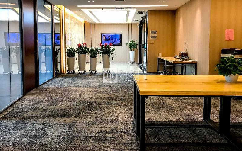 华安保险总部大厦-蚂蚁邦金融中心写字楼出租431平米精装办公室238元/m².月
