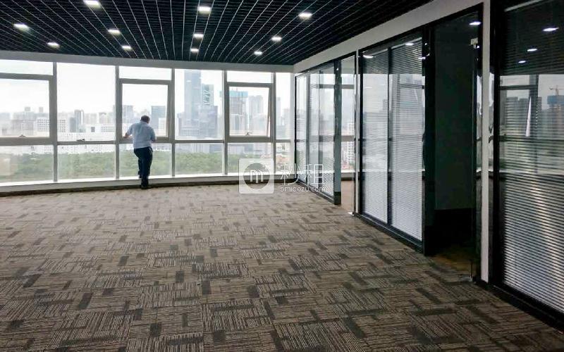 汉京国际大厦写字楼出租319平米精装办公室135元/m².月