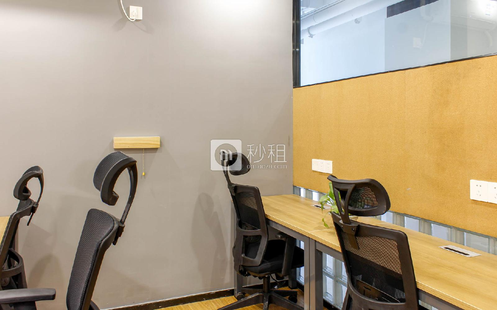 众里创业社区(兴东)写字楼出租5平米精装办公室950元/工位.月