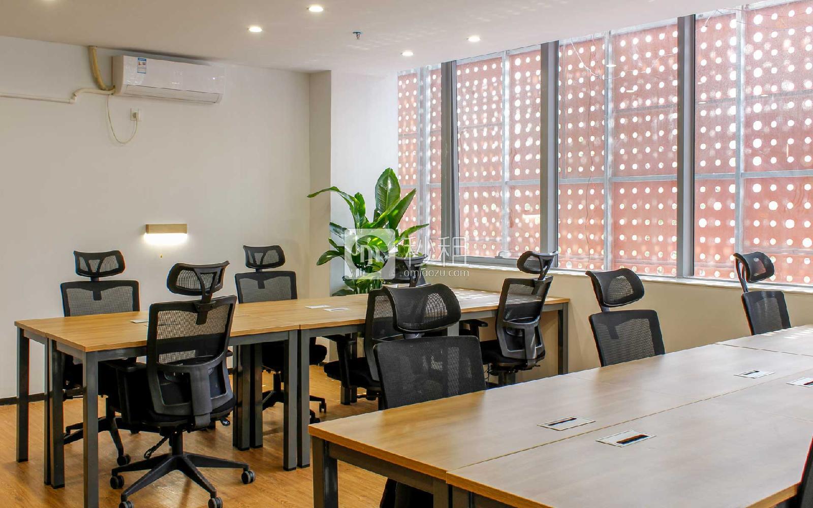 众里创业社区(兴东)写字楼出租60平米精装办公室7200元/间.月