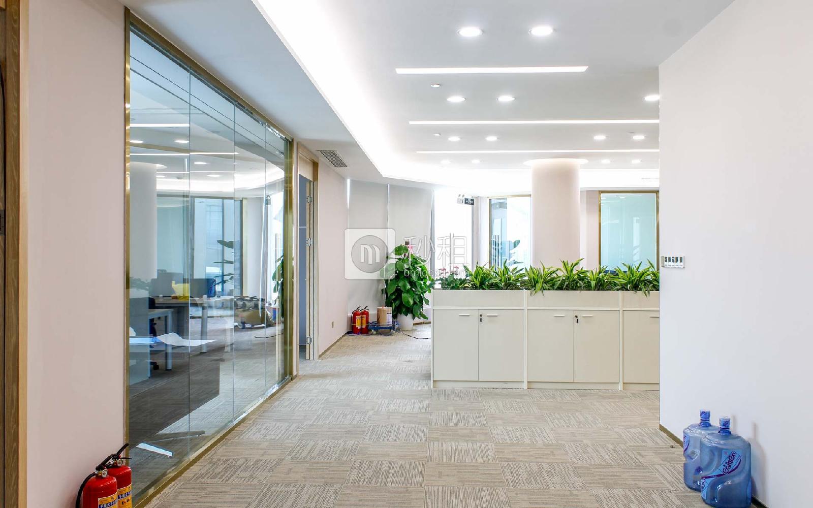 前海卓越宝中时代广场米6体育下载出租348平米精装办公室175元/m².月