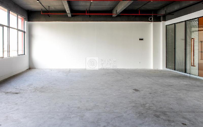 八卦岭工业区511栋写字楼出租226平米简装办公室85元/m².月