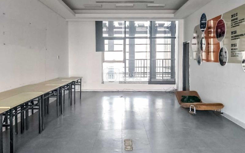 颐和国际写字楼出租680平米精装办公室5.6元/m².天