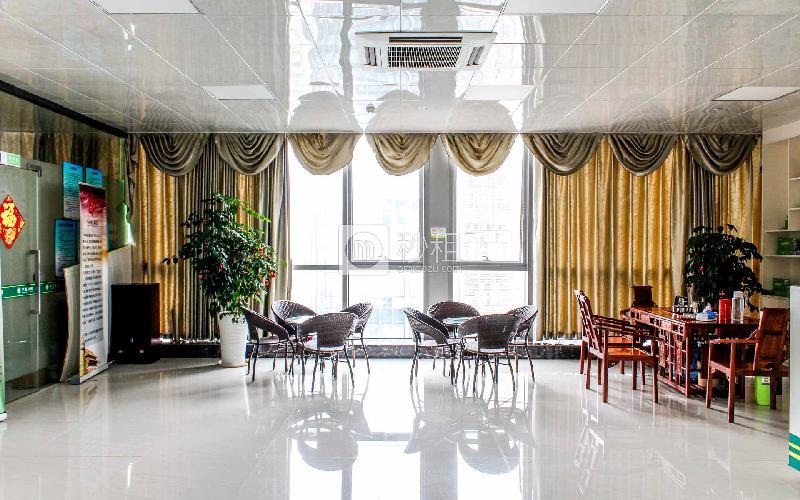 万国食品城写字楼出租230平米精装办公室58元/m².月
