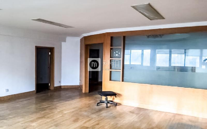深业中心大厦写字楼出租139平米精装办公室5000元/月