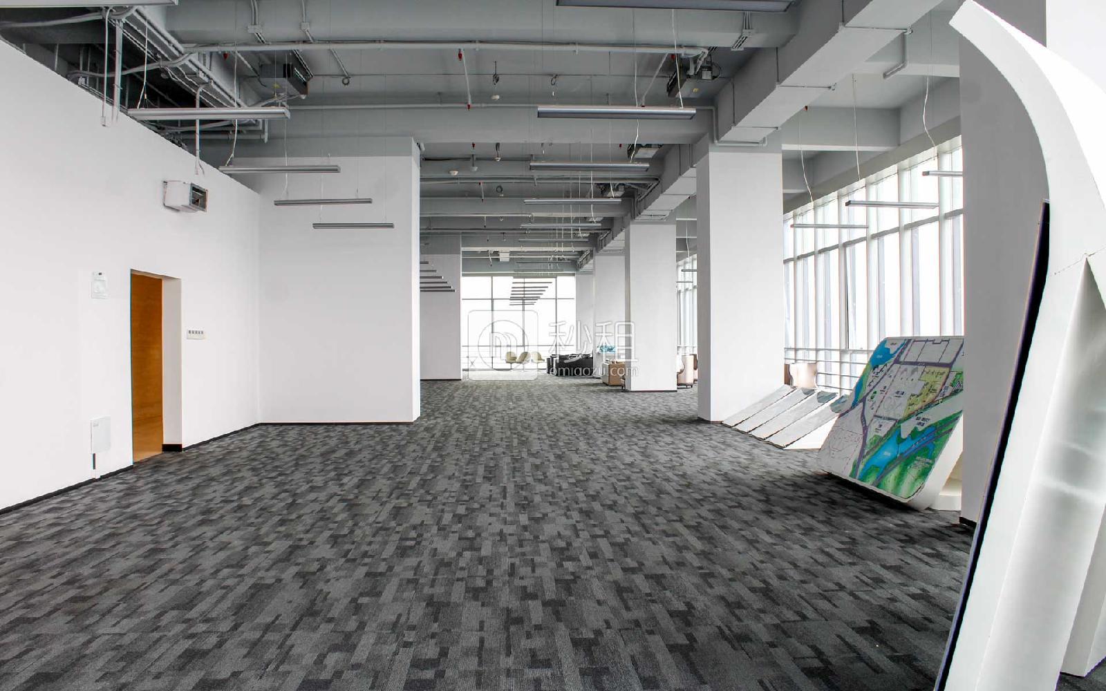星河WORLD(二期)写字楼出租500平米精装办公室160元/m².月