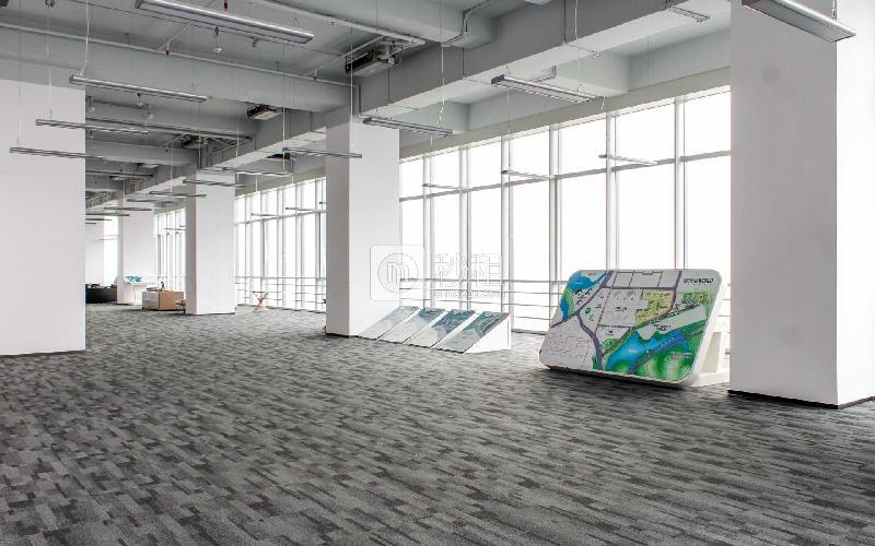 星河WORLD(二期)寫字樓出租500平米精裝辦公室110元/m2.月