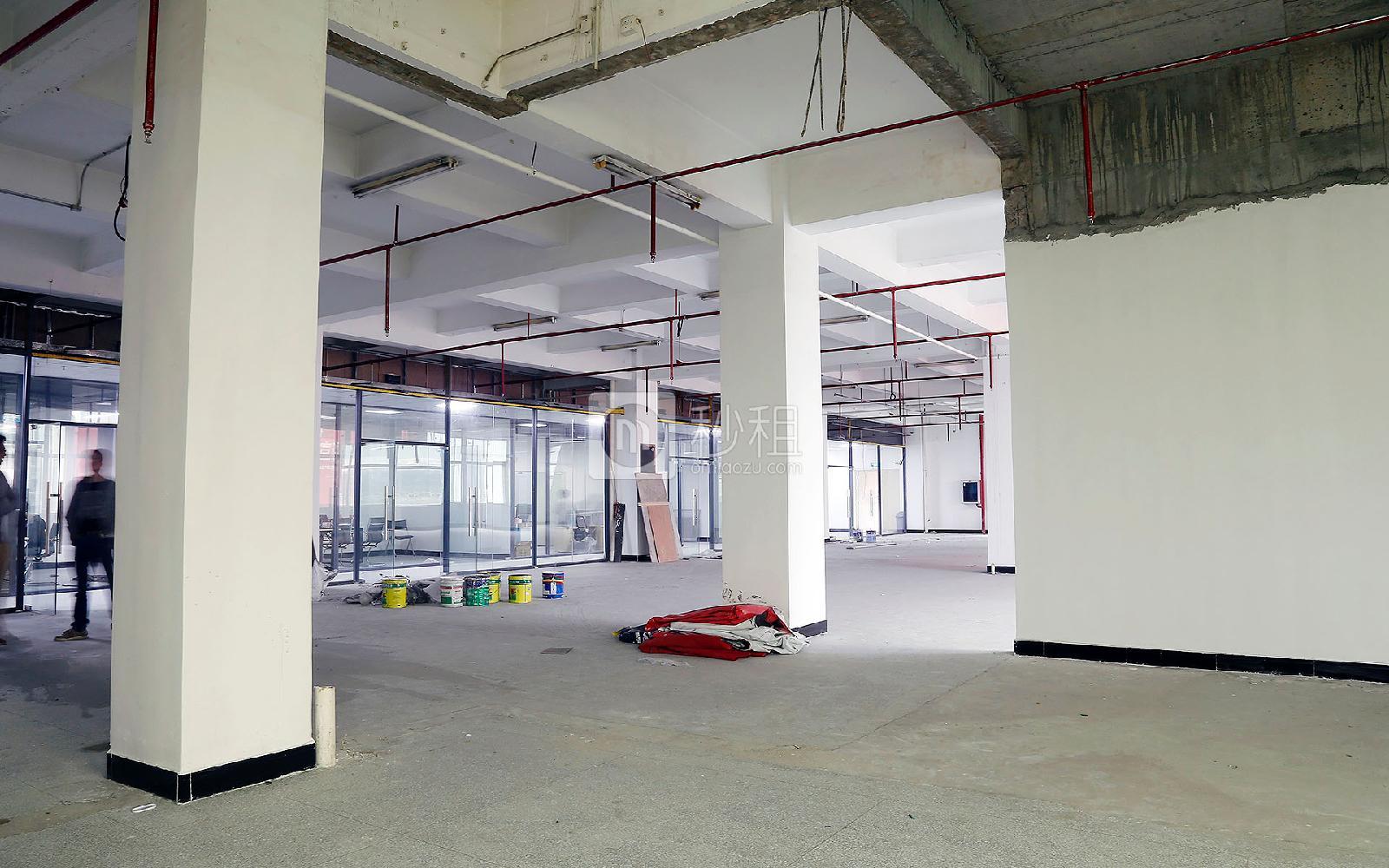 鸿丰华互联网创意园(云立方)写字楼出租202平米简装办公室38元/m².月