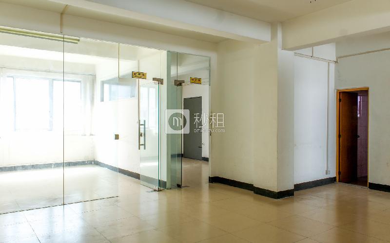 六六六创业社区写字楼出租265平米精装办公室56元/m².月