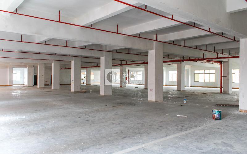 利亨隆工业区写字楼出租2000平米简装办公室25元/m².月