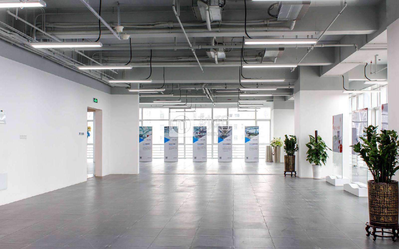 星河WORLD(三期)写字楼出租350平米简装办公室140元/m².月