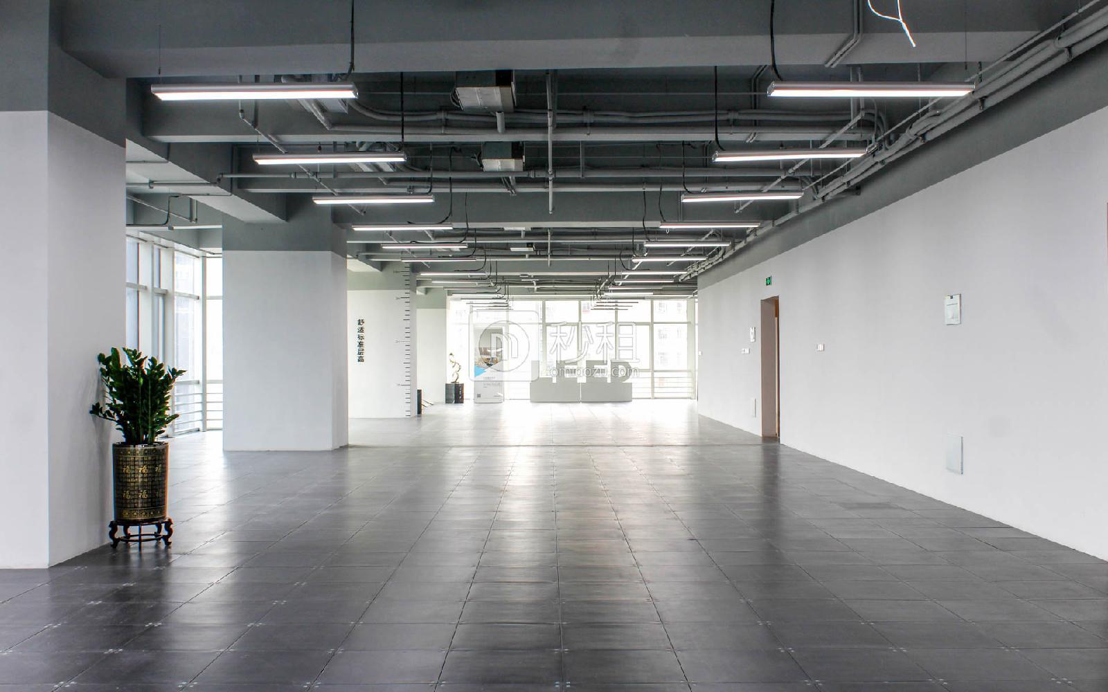 星河WORLD(三期)写字楼出租800平米简装办公室140元/m².月