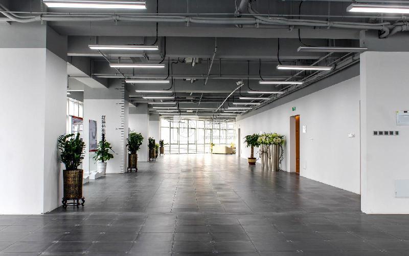 星河WORLD(三期)写字楼出租1000平米简装办公室140元/m².月