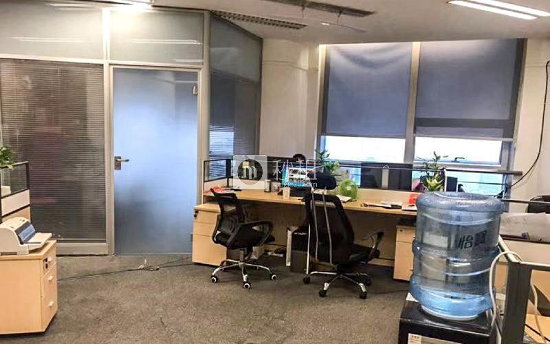 中华国际中心写字楼出租300平米精装办公室135元/m².月