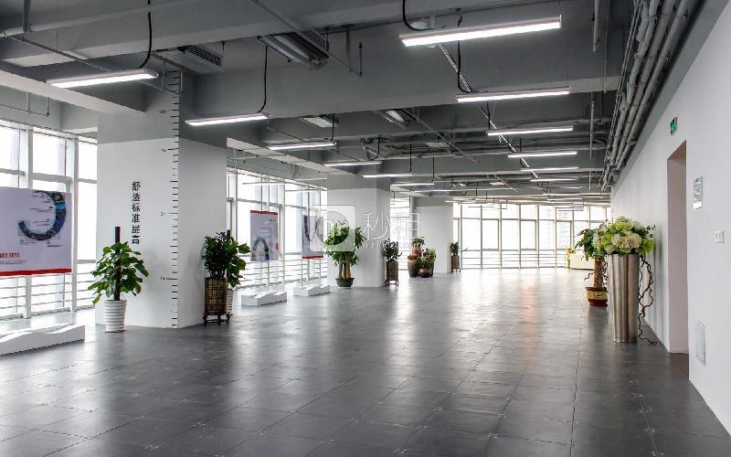 星河WORLD(三期)写字楼出租1000平米精装办公室135元/m².月