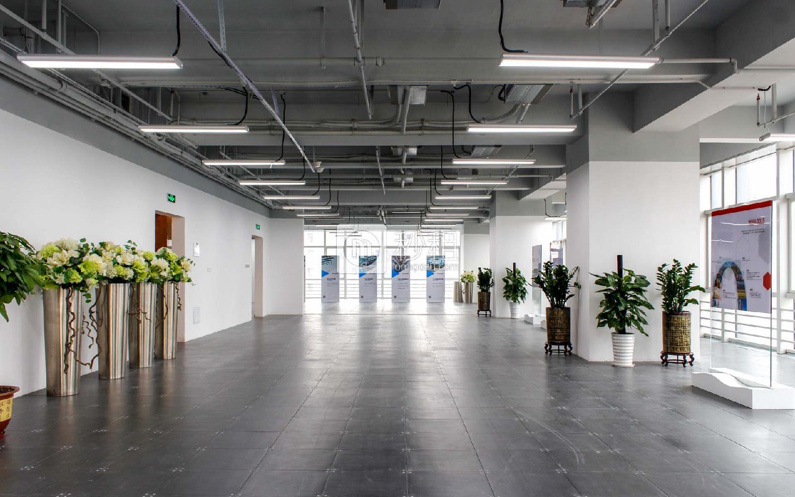 星河WORLD(三期)写字楼出租2000平米精装办公室140元/m².月