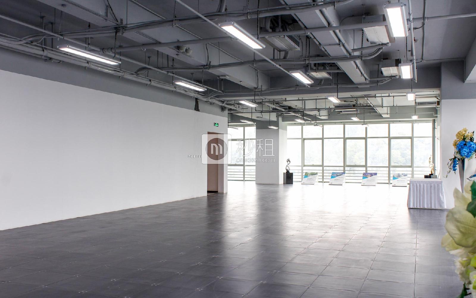 星河WORLD(三期)写字楼出租300平米精装办公室150元/m².月