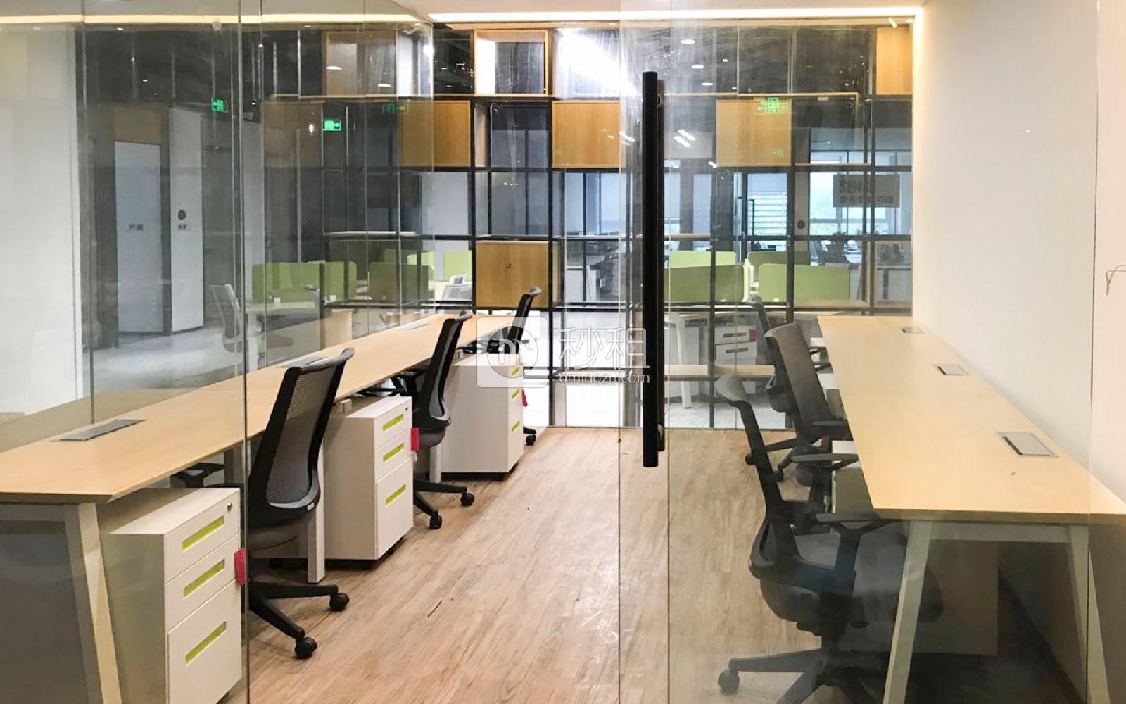 U&P联合工社-新视艺创客公园写字楼出租30平米精装办公室9600元/间.月
