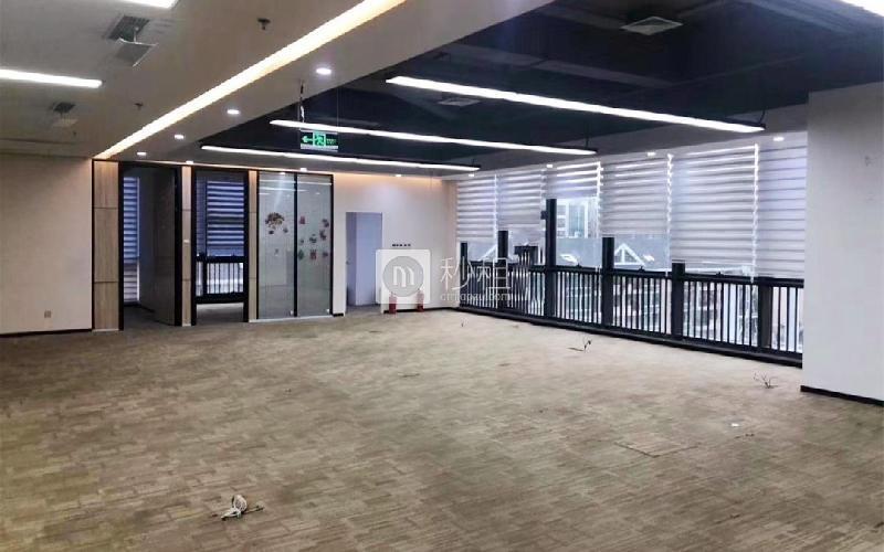 中央大道写字楼出租1027平米简装办公室100元/m².月