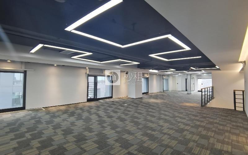 满京华·SOHO艺峦大厦米6体育下载出租355平米精装办公室55元/m².月